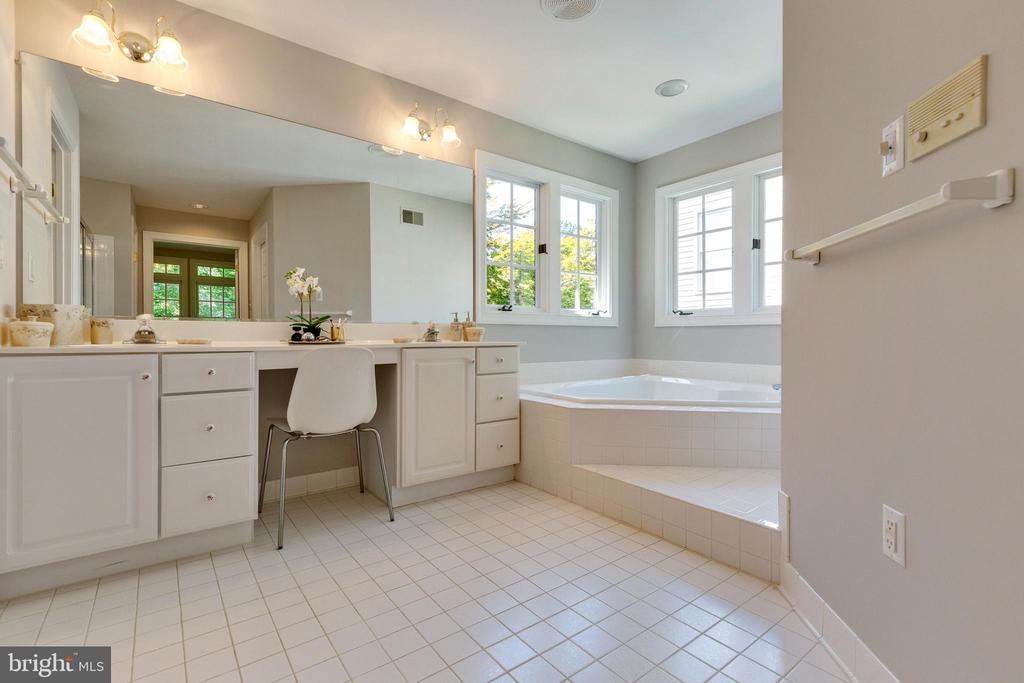 Main Floor Primary Bathroom - 4346 MULCASTER TER, DUMFRIES