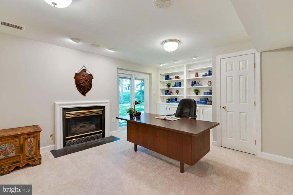 Basement Office with Fireplace - 4346 MULCASTER TER, DUMFRIES
