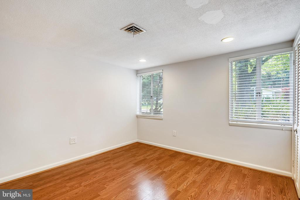 Lower level bedroom with full size window - 6801 GRANBY ST, BETHESDA
