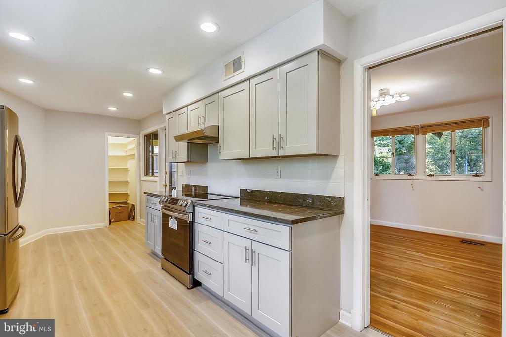 Kitchen - 6801 GRANBY ST, BETHESDA