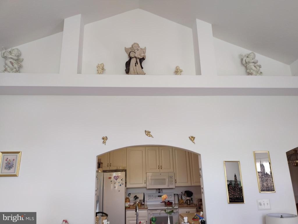 Upper built-ins and window to kitchen. - 745 & 747 MERRIMANS LN, WINCHESTER