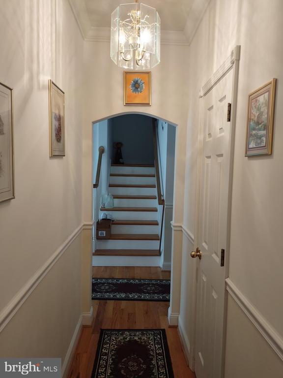 Hallway to entry foyer. - 745 & 747 MERRIMANS LN, WINCHESTER