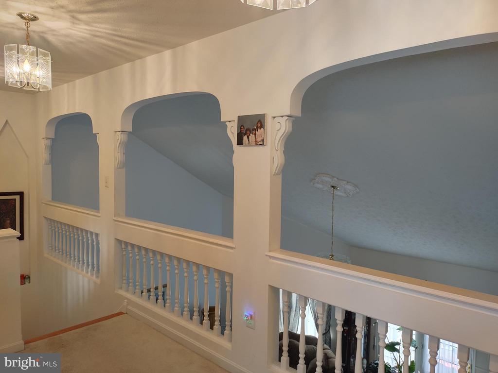 Upper walkway. - 745 & 747 MERRIMANS LN, WINCHESTER