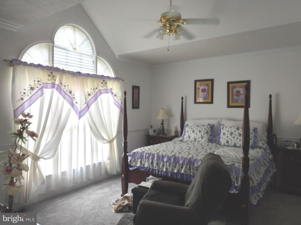 Main bedroom. - 745 & 747 MERRIMANS LN, WINCHESTER