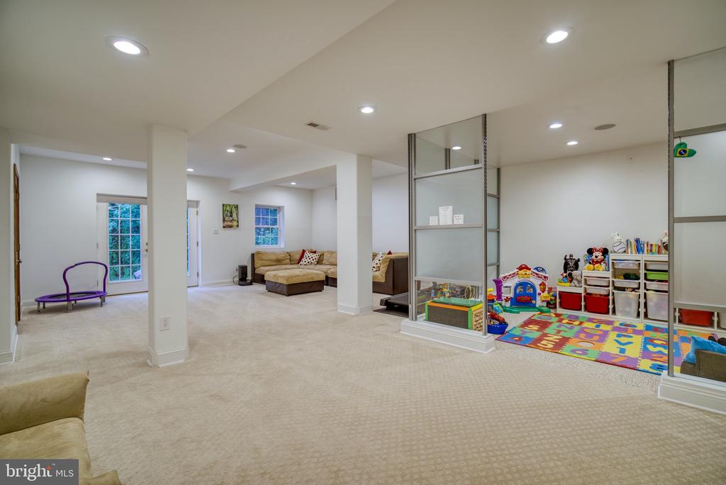 Ample room for play area... Sitting area - 1202 CORTINA WAY, SEVERN