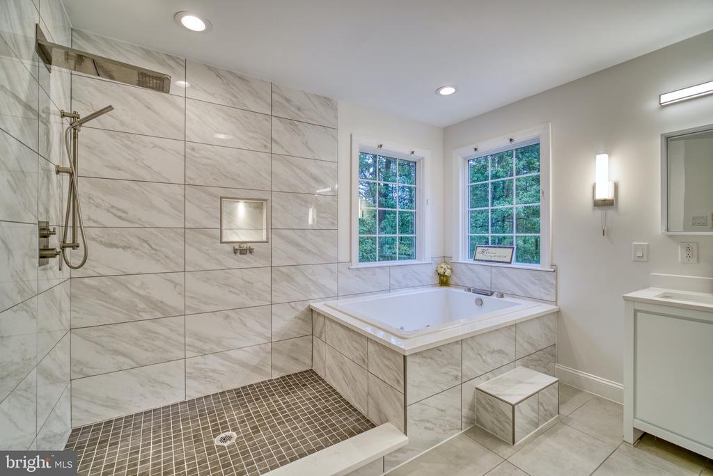 Luxury Owner's bath - 1202 CORTINA WAY, SEVERN