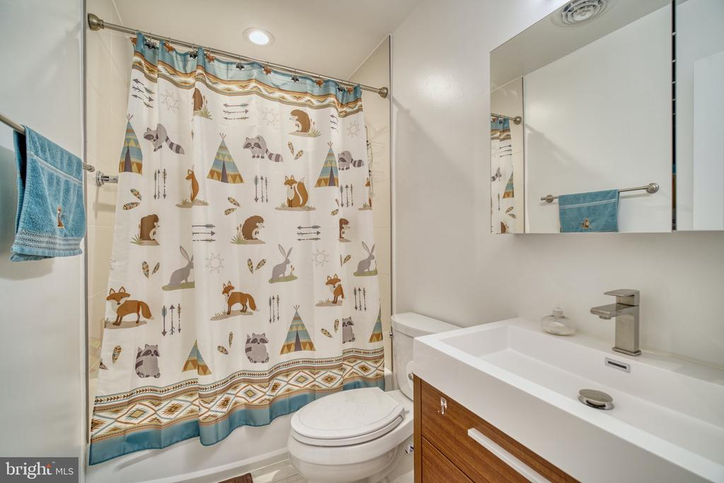 Hall bath - 1202 CORTINA WAY, SEVERN