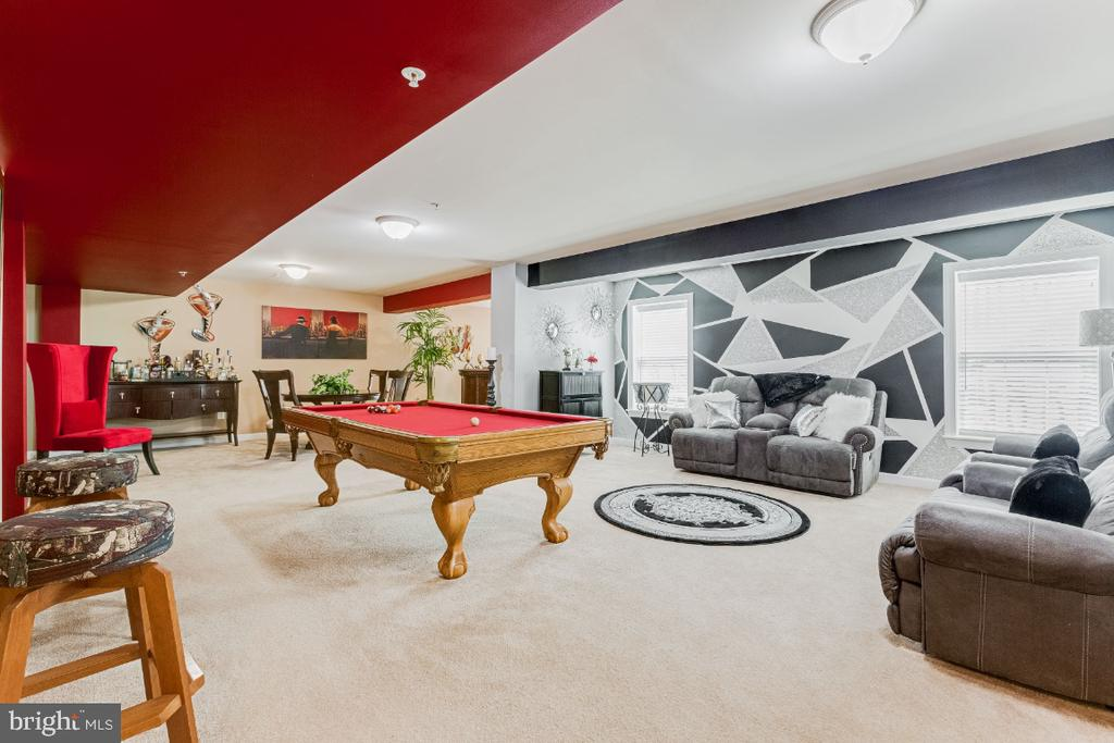 Recreation Room with Designer Painted Wall - 4917 TROTTERS GLEN DR, UPPER MARLBORO
