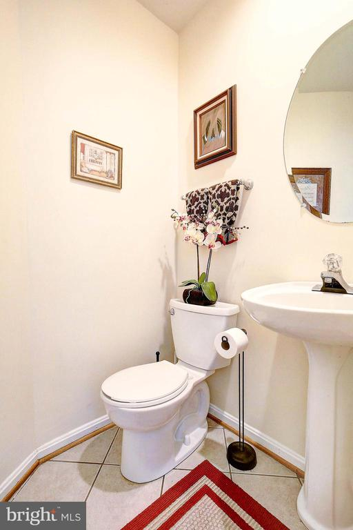 Main Floor 1/2 Bath - 8606 SHORTHILLS CT, CLINTON