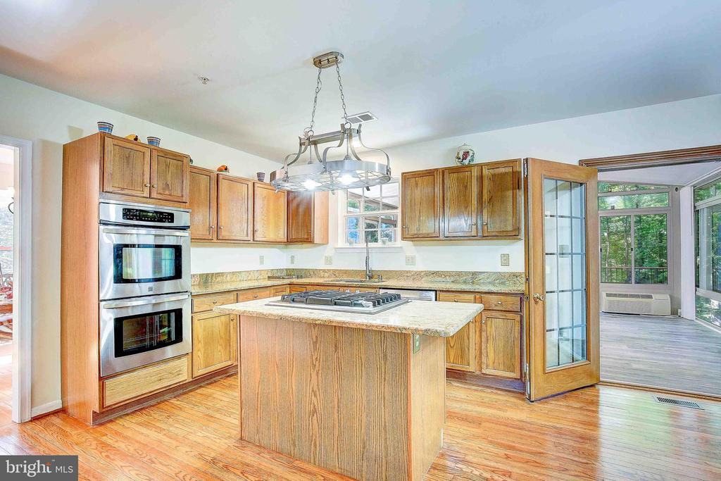 Spacious Kitchen with Island - 8606 SHORTHILLS CT, CLINTON