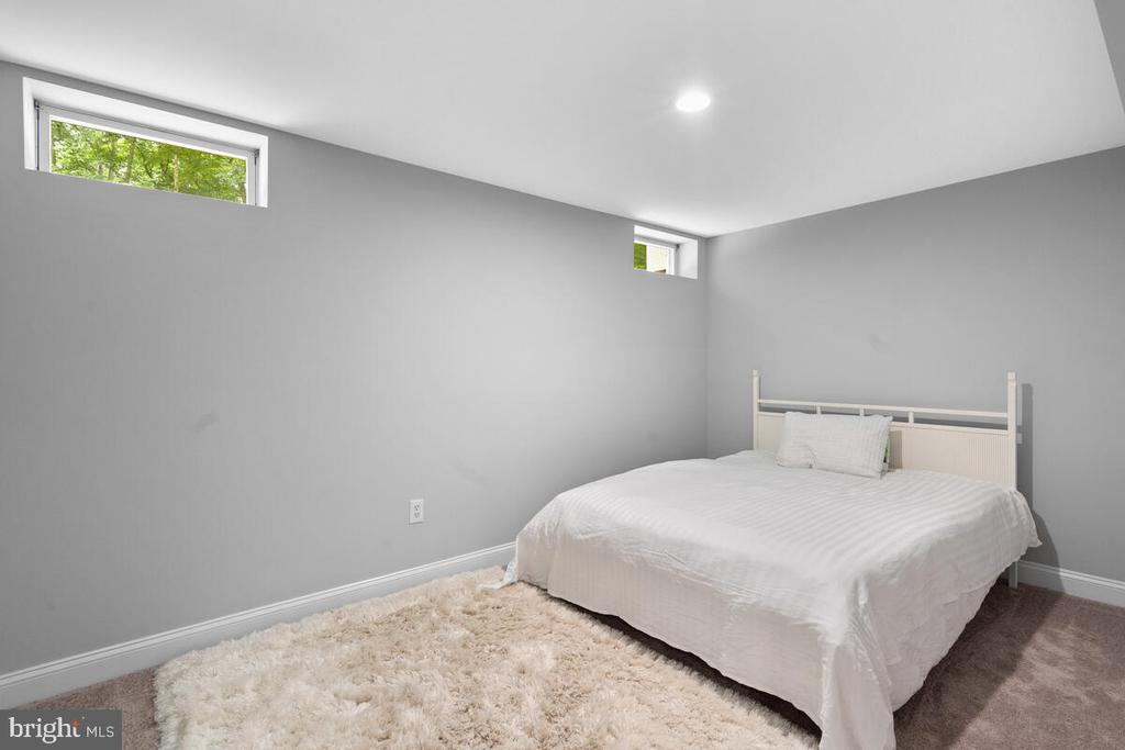 Den/current owner using as a bedroom - 6425 STREAM VALLEY WAY, GAITHERSBURG