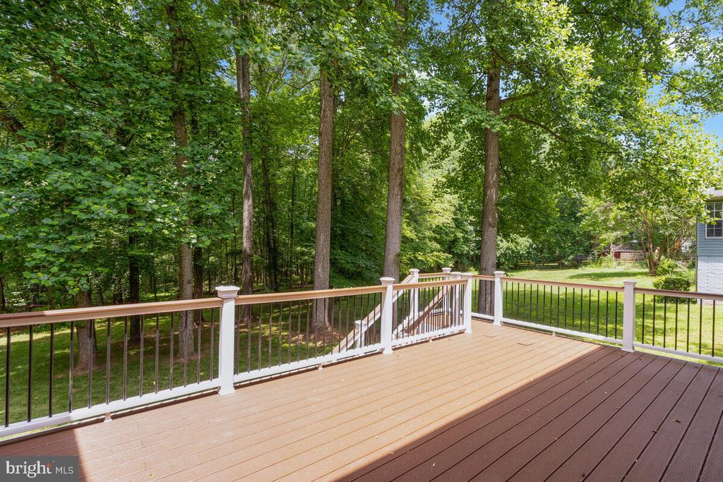 Beautiful large deck - 6425 STREAM VALLEY WAY, GAITHERSBURG