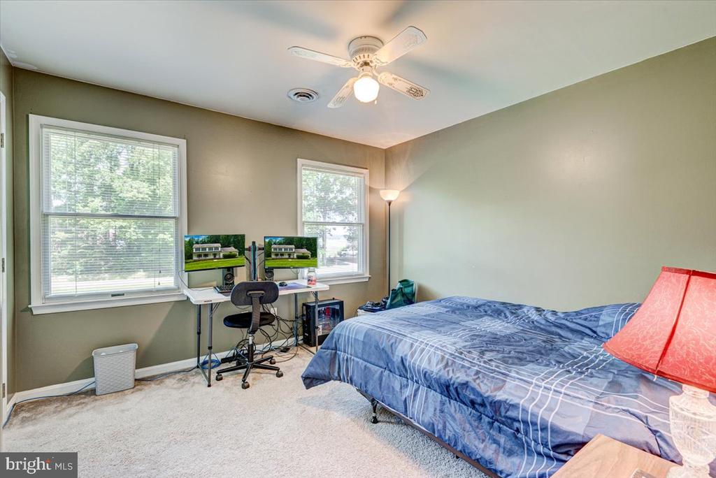 Bedroom 2 - 2376 RIVER DR, KING GEORGE