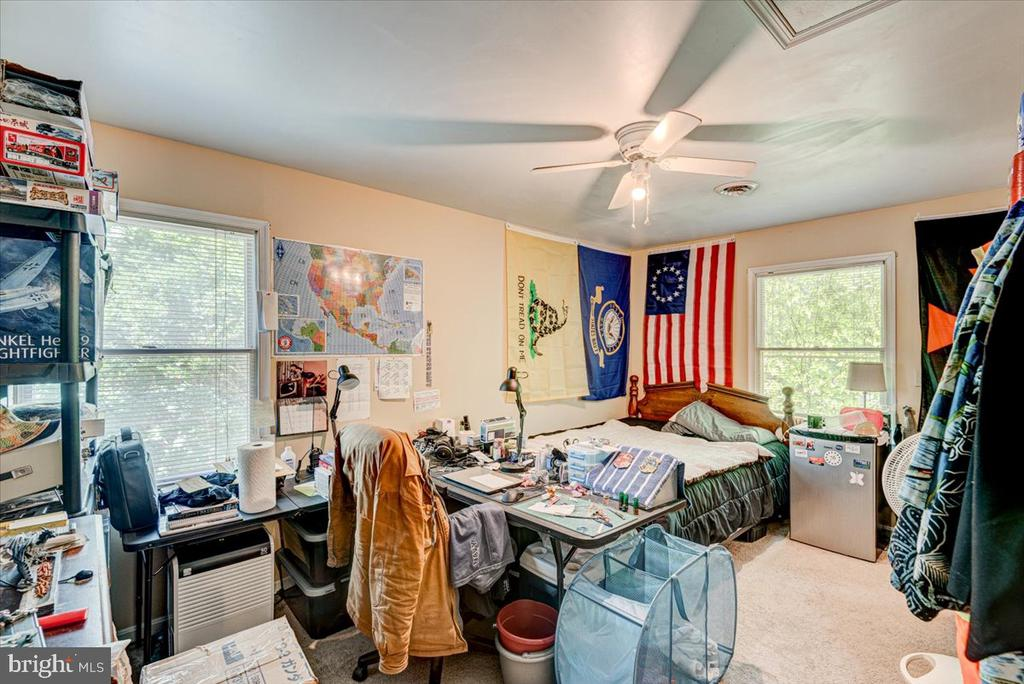Spacious 3rd Bedroom on the upper level - 2376 RIVER DR, KING GEORGE