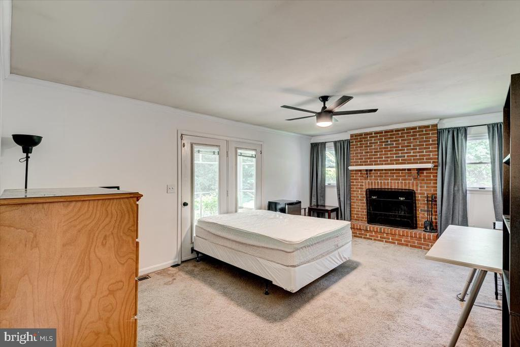 Large family room - 2376 RIVER DR, KING GEORGE