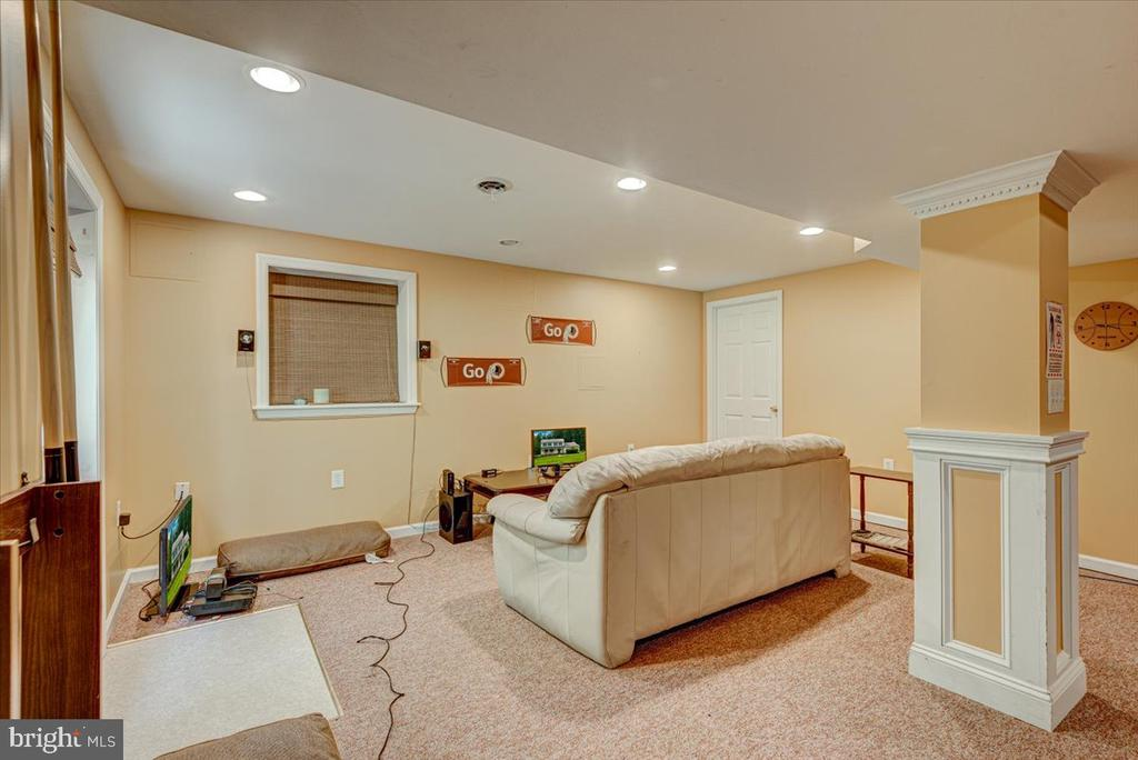 Recessed lighting in the basement - 2376 RIVER DR, KING GEORGE