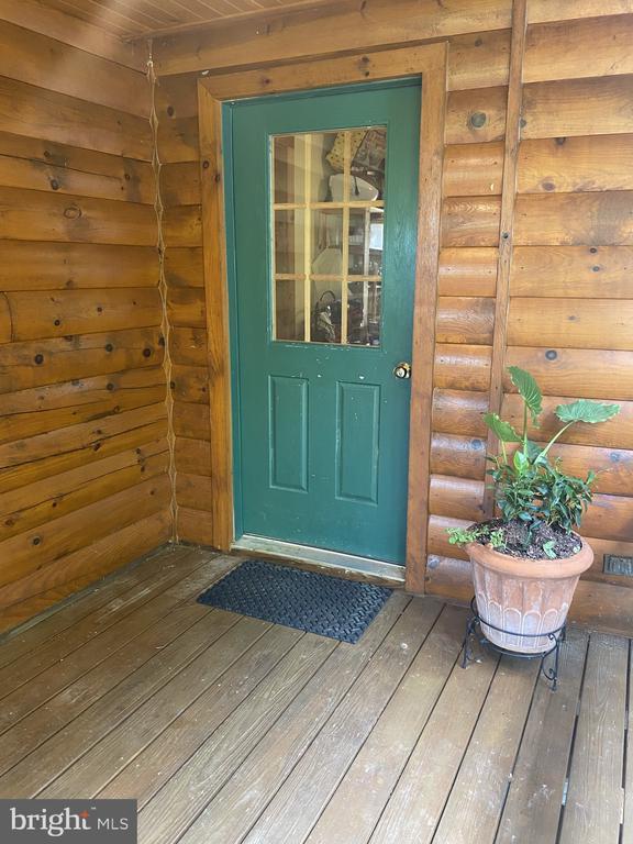 Side Door Into Mud Room. - 23039 RAPIDAN FARMS DR, LIGNUM