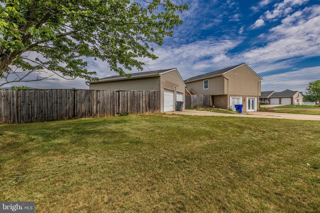 Fenced back yard - 218 WESTVIEW DR, THURMONT