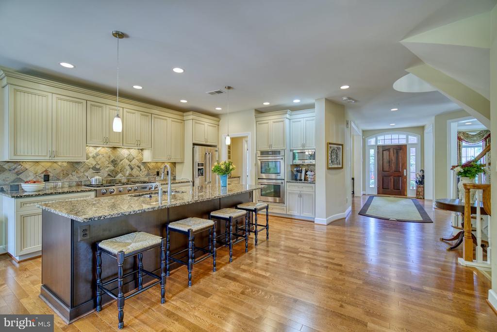 Stunning Gourmet Kitchen - 42416 RINGNECK PL, BRAMBLETON