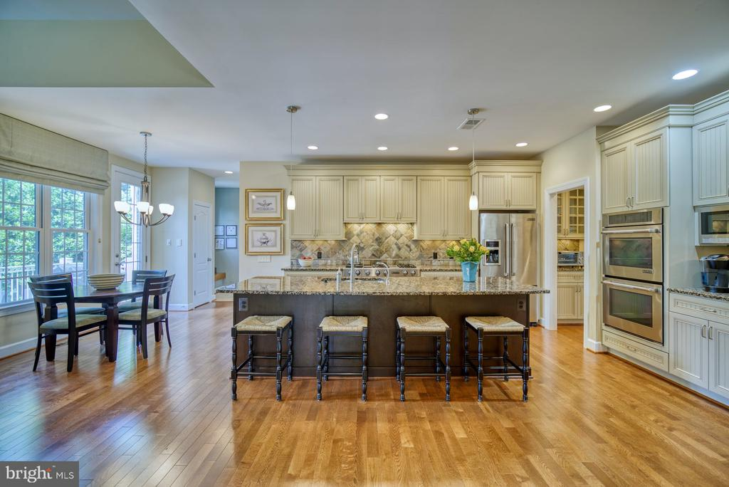 Kitchen has JennAir Appliances - 42416 RINGNECK PL, BRAMBLETON