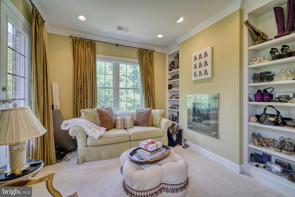 Sitting Room w Fireplace & Balcony - 42416 RINGNECK PL, BRAMBLETON