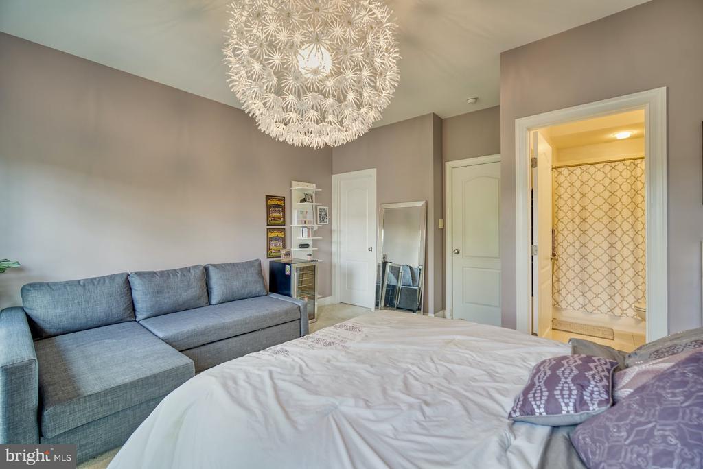 Second Bedroom has an En Suite - 42416 RINGNECK PL, BRAMBLETON