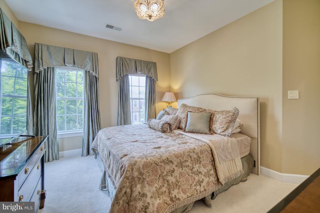 Fourth Bedroom has Walk-in Closet - 42416 RINGNECK PL, BRAMBLETON