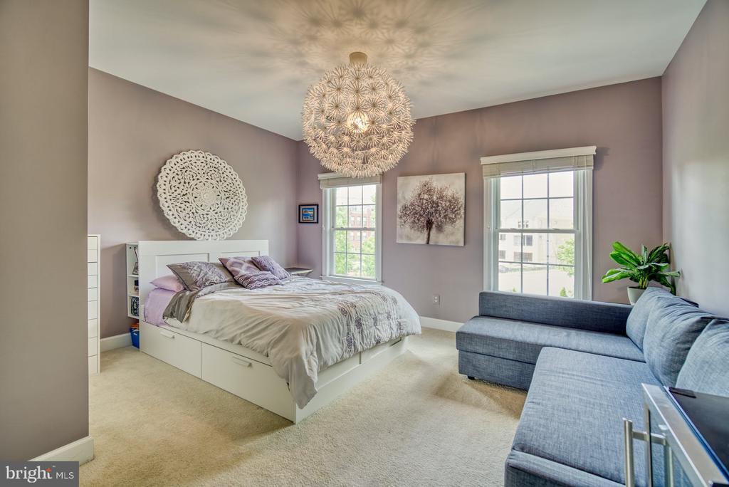 Beautiful Second Bedroom with Walk-in Closet - 42416 RINGNECK PL, BRAMBLETON