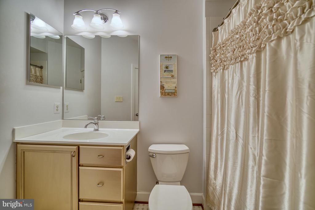 Fourth Full Bathroom - 42416 RINGNECK PL, BRAMBLETON