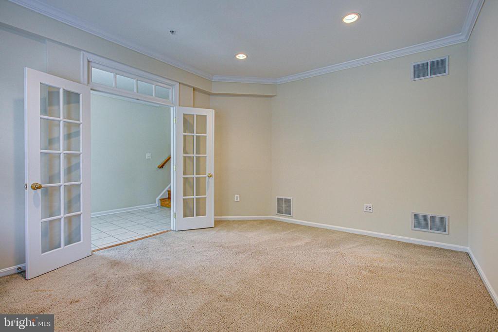 1st flr level w/ foyer, bonus room & 2 car garage - 5122 KNAPP PL, ALEXANDRIA