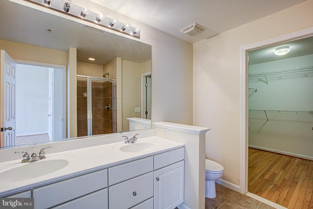 Master suite with spa bathroom and walk in closet! - 5122 KNAPP PL, ALEXANDRIA