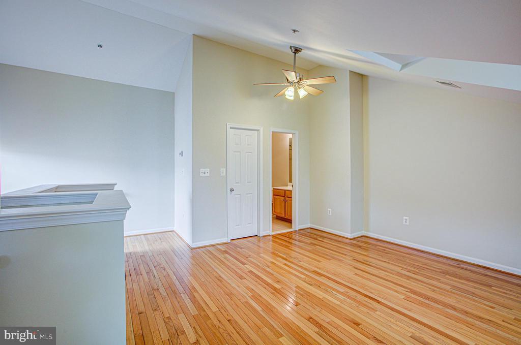 Private 4th level loft 3rd bedroom with full bath! - 5122 KNAPP PL, ALEXANDRIA