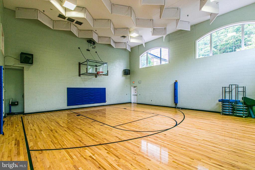Cameron Station indoor gym and fitness center. - 5122 KNAPP PL, ALEXANDRIA