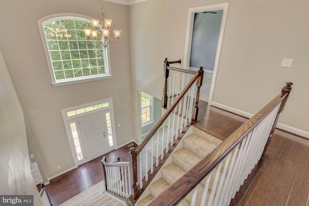 Soaring ceilings throughout - 37 DONS WAY, STAFFORD
