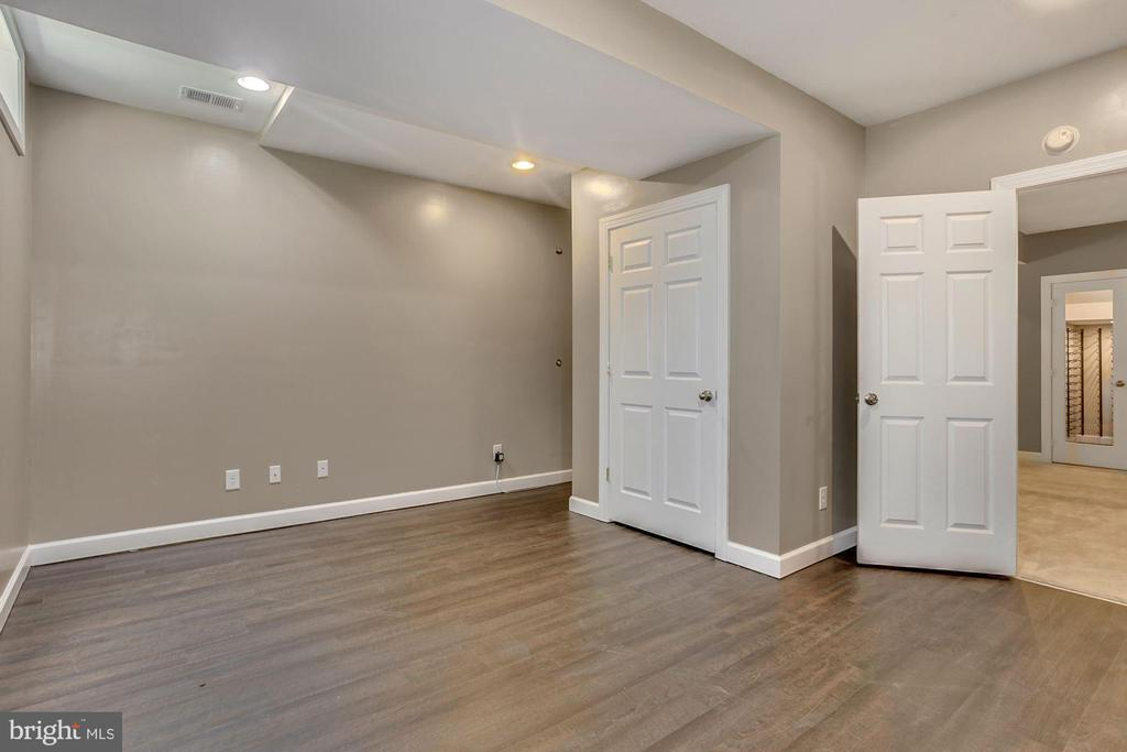 Additional basement storage room - 37 DONS WAY, STAFFORD