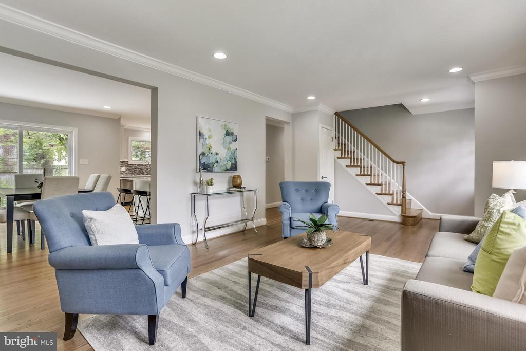 High ceilings and crown molding - 1948 SEMINARY RD, SILVER SPRING