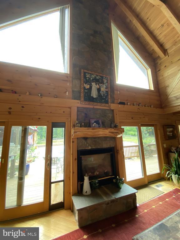 Stone Hearth Fireplace w/ Gas Logs & Wood Mantle. - 23039 RAPIDAN FARMS DR, LIGNUM
