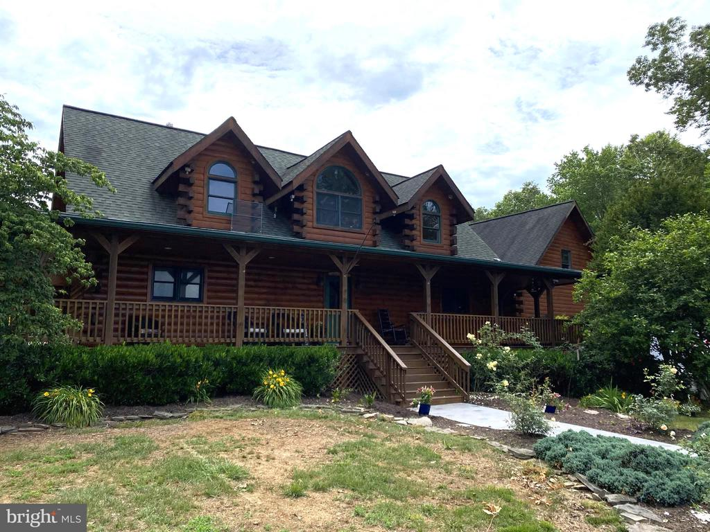 New Stamped Concrete Walkway & Landscaping. - 23039 RAPIDAN FARMS DR, LIGNUM