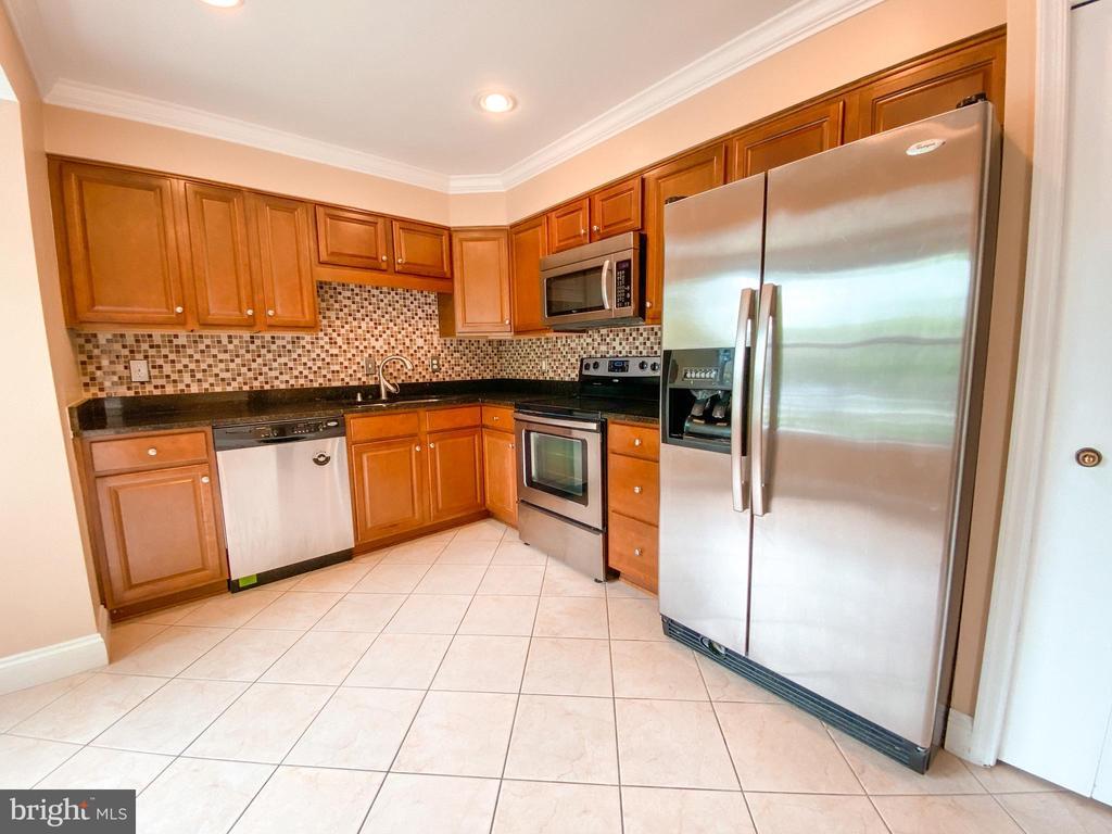 Kitchen - 5450 STAVENDISH ST, BURKE