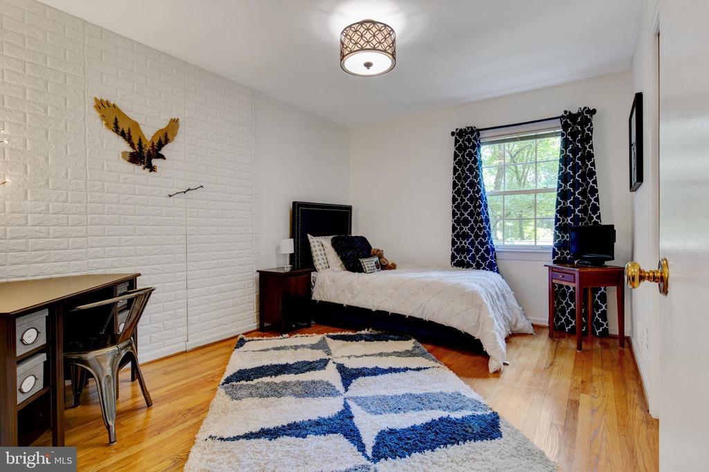 side facing bedroom - 2415 BLACK CAP LN, RESTON