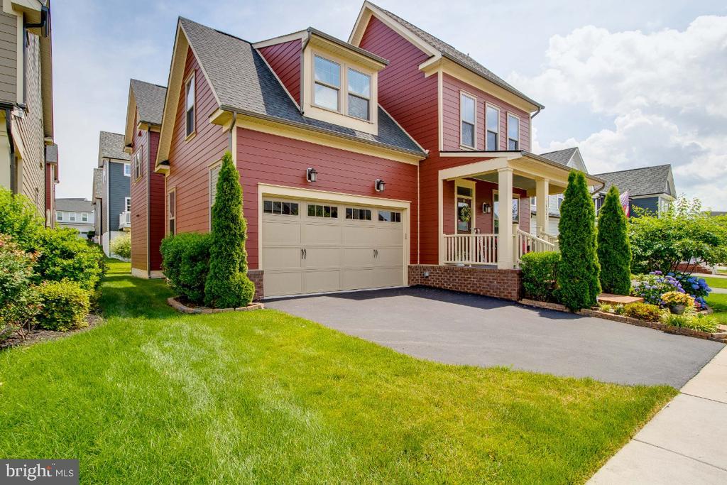 Fabulous Home in Potomac Shores - 16965 TAKEAWAY LN, DUMFRIES