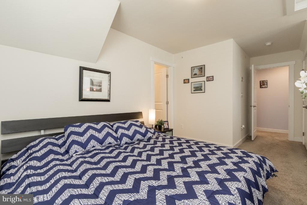 2nd suite @ upper level - 16965 TAKEAWAY LN, DUMFRIES