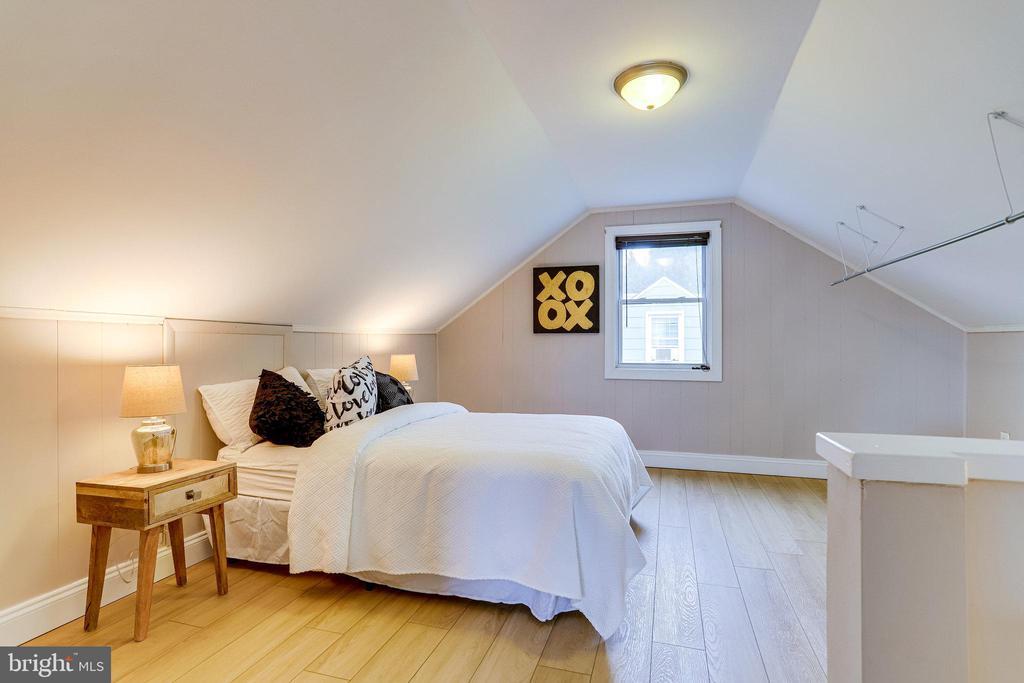 Upstairs bedroom - 859 N ABINGDON ST, ARLINGTON