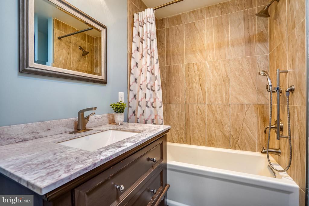 Full Bathroom for Junior bedrooms #2 and #3 - 111 BAKER ST, MANASSAS PARK