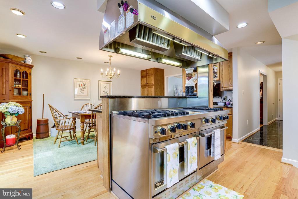 ML-Home Chef's Dream Kitchen. 60-inch Viking Range - 607 23RD ST S, ARLINGTON