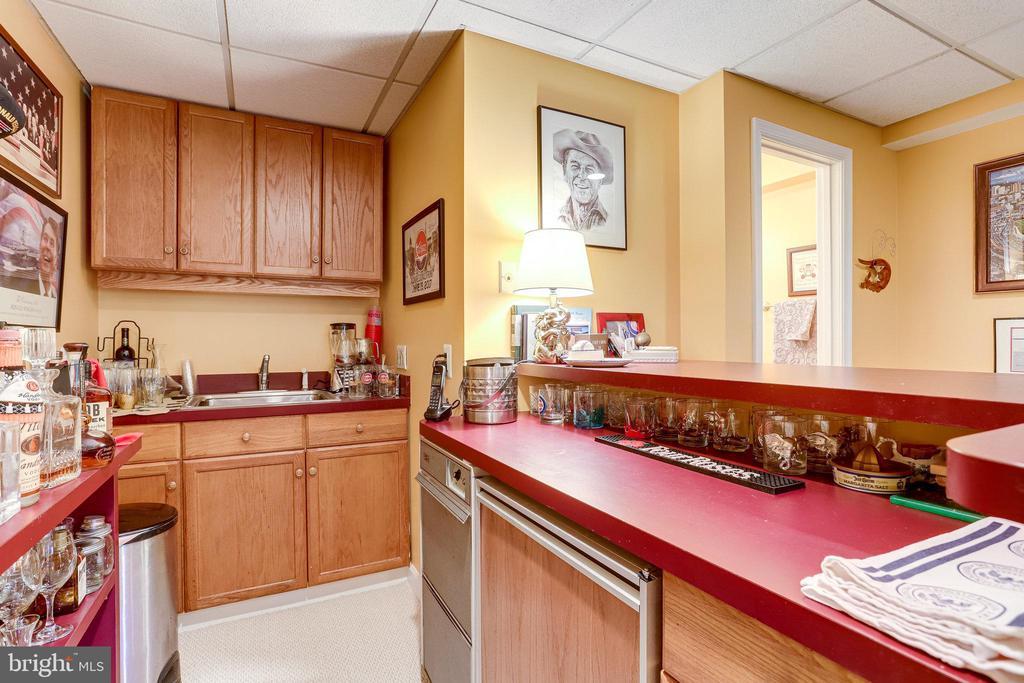 LL-Open Bar with Subzero refrigerator/freezer - 607 23RD ST S, ARLINGTON