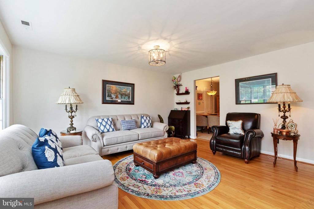 Living Room - 2504 HILLSIDE TER, WINCHESTER