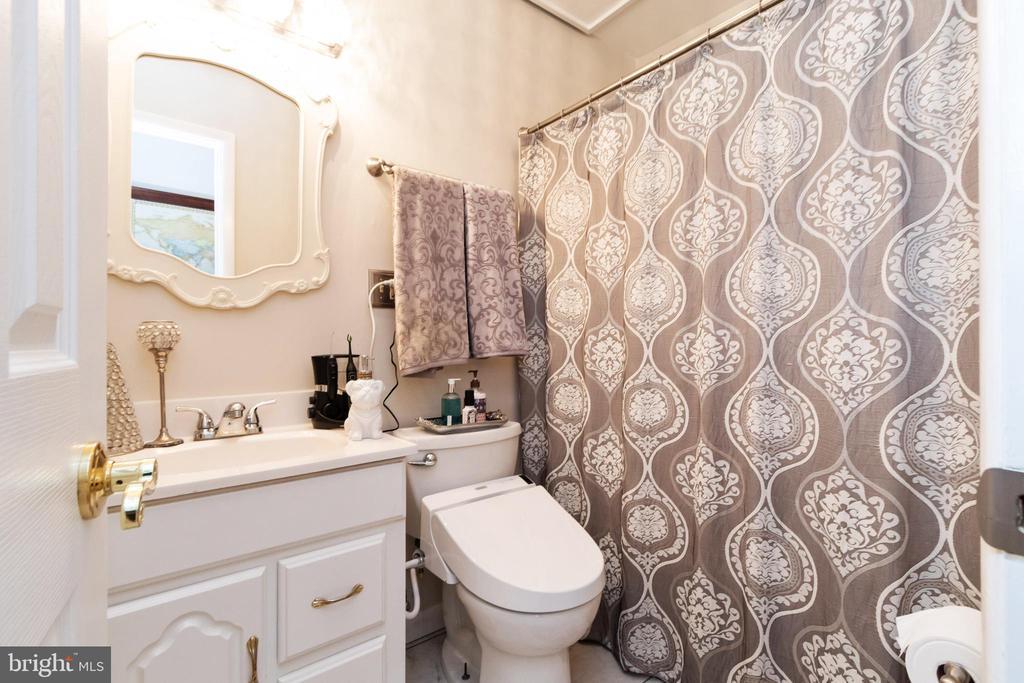 2nd Bathroom - 2504 HILLSIDE TER, WINCHESTER