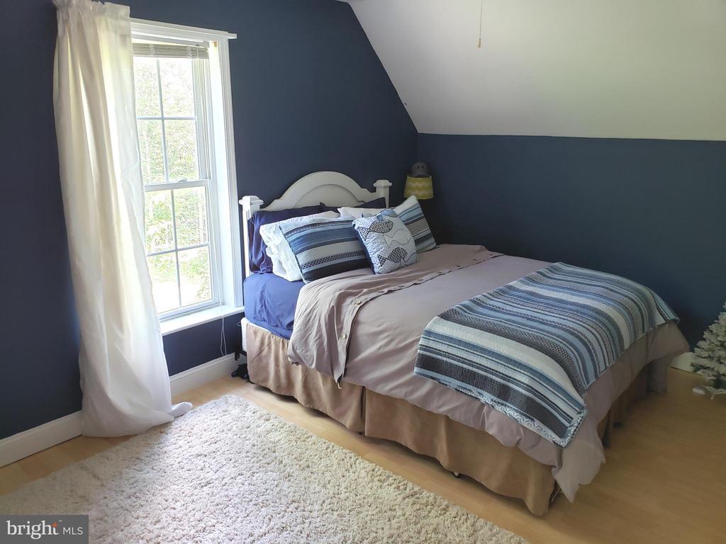 3rd Large Bedroom - 225 ASPEN TRL, WINCHESTER