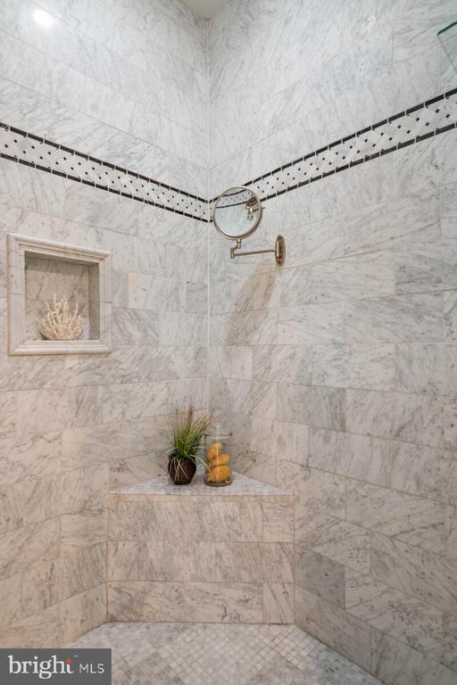 Tiled shower - 12805 KAHNS RD, MANASSAS